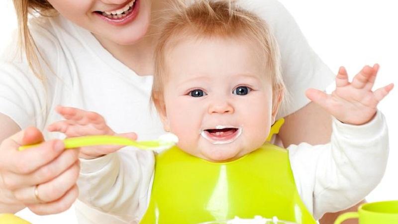 Sữa chua là loại thực phẩm ngon và tốt cho bé