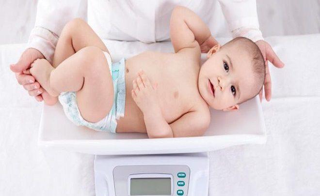 Trẻ 3 tháng tuổi nặng bao nhiêu kg là đạt chuẩn?