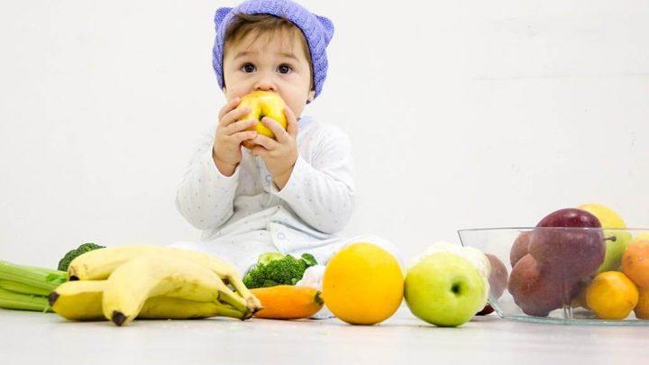 Trẻ 6 tháng tuổi ăn hoa quả gì là hợp lý và cách chế biến có gì lưu ý?
