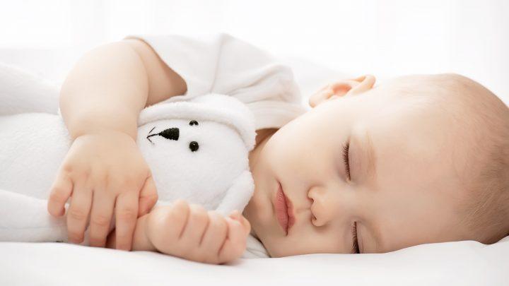 Bố mẹ có biết giai đoạn trẻ 6 tháng tuổi ngủ bao nhiêu là đủ?