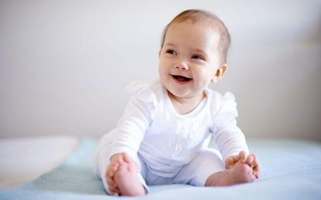 Mốc thời gian trẻ 6 tháng tuổi biết làm gì, bố mẹ cần chú ý điều gì?