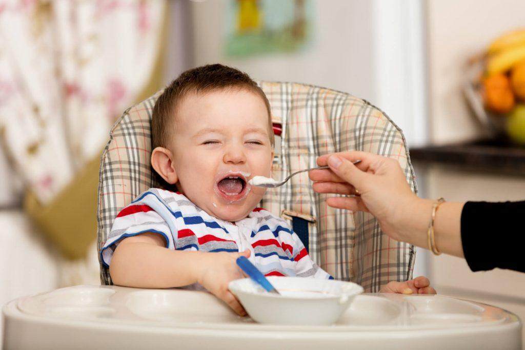 trẻ 6 tháng tuổi biết làm gì