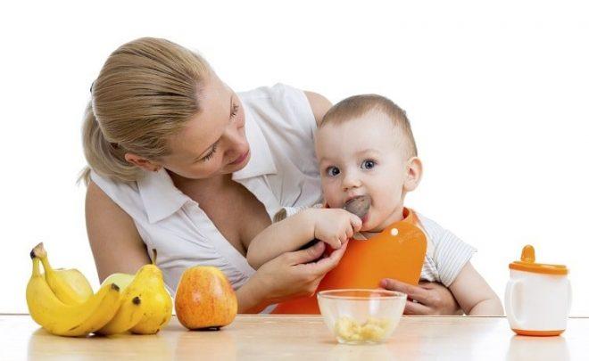 Cho trẻ 4 tháng tuổi ăn dặm mấy bữa mỗi ngày là tốt nhất?