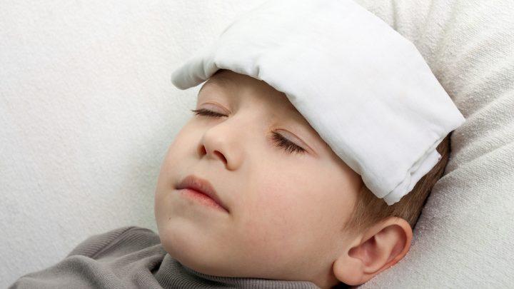 Cách hạ sốt cho trẻ 1 tuổi hiệu quả mà không cần dùng thuốc