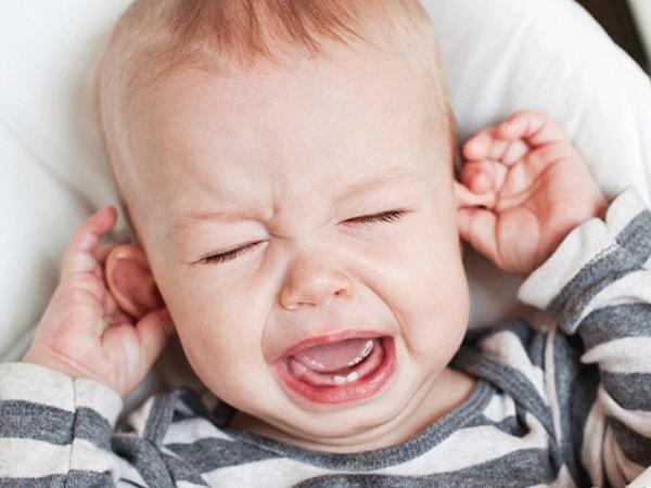 Trẻ sốt khi mọc răng sữa